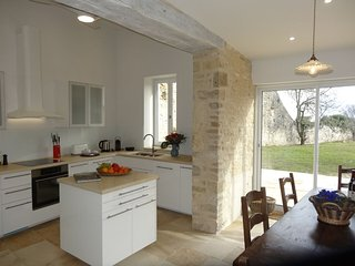 La.Jolie.Jumelle-nord, all new, quality, 3 bdm/2.5 bath village home, Meursault - Meursault vacation rentals