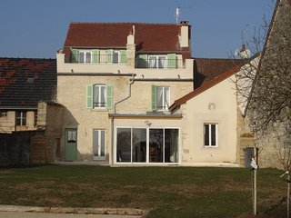 La.Jolie.Jumelle-nord, all new, quality, 3 bdm/2.5 bath village home, Meursault - Meursault vacation rentals
