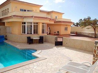 Alamos Park - Huge 4 bed villa with heated pool - Golf del Sur vacation rentals