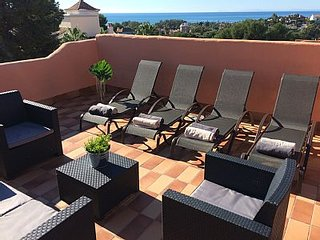 Stunning villa for 8 with solarium, within walking distance of beach and golf - Artola vacation rentals