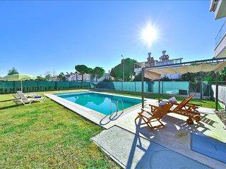 MYRA | Comfortable Duplex 2-Bed apt, pool, beach 15m walk! - Bogazkent vacation rentals