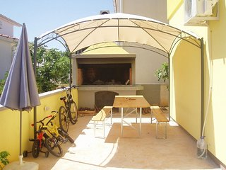 2 bedroom Apartment with Internet Access in Vir - Vir vacation rentals