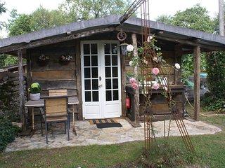 'Mariposa', wooden cabana, space and serenity - Cajarc vacation rentals