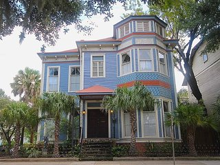 2BR/2BA overlooking famous Forsyth Park - Savannah vacation rentals