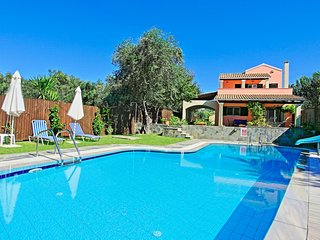Lovely family villa 300 metres from the sea and sandy beach - Agios Spyridonas vacation rentals