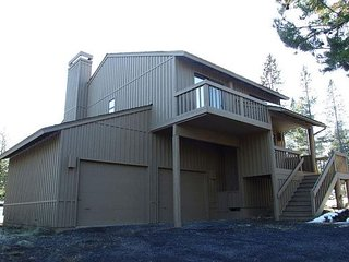 Escape to privacy and enjoy nature's wildlife beauty from the hot tub! - Sunriver vacation rentals