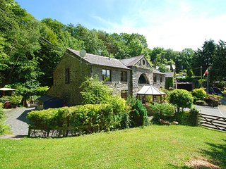 Beautiful 2 bedroom House in Eglwysbach with Television - Eglwysbach vacation rentals