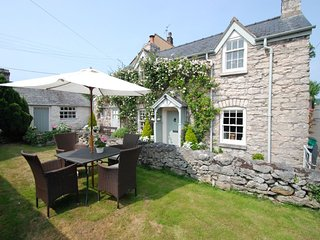 "The Store House - ""A finer looking cottage I know not!"" - Colwyn Bay vacation rentals"
