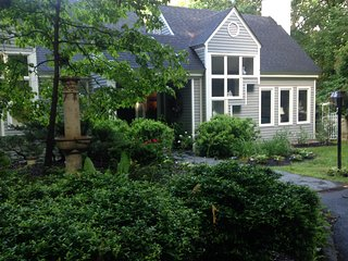 Beautifully Decorated Ivy Area Annex_Close to Town and Wineries - Ivy vacation rentals