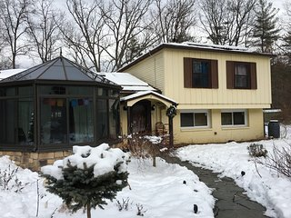 Sun Salutations in Woodstock, a mile to the village & a stop on Trailways - Woodstock vacation rentals