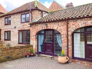 THE OLD DAIRY, ground floor barn conversion, summerhouse, pet-friendly, WiFi, in Leven near Beverley, Ref 942379 - Beverley vacation rentals