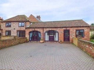 OAK TREE COTTAGE, ground floor barn conversion, summerhouse, pet-friendly, WiFi, in Leven near Beverley, Ref 942380 - Beverley vacation rentals