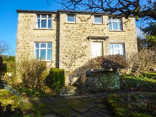 HAWKFIELD, pet-friendly, lovely garden, walking distance to Chatsworth, Baslow - Baslow vacation rentals