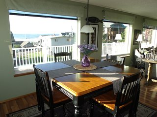 Gorgeous House with Deck and Hot Tub - Neotsu vacation rentals