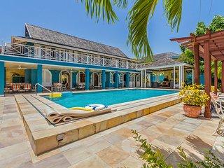 Sweet Spot, Sleeps 8 - Runaway Bay vacation rentals