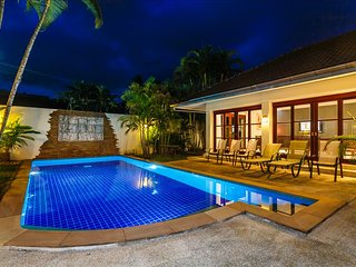 Balinese style 3 bedroom private pool villa in Kathu golf - Kathu vacation rentals