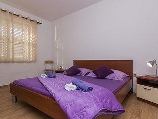 2 bedroom Condo with Internet Access in Tucepi - Tucepi vacation rentals