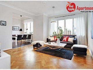 Newly Renovated, Modern And Spacious Apartment - 6557 - Gothenburg vacation rentals