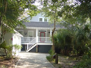 "Charming Private Cottage. Join us at ""Southern Comfort"" - Bald Head Island vacation rentals"