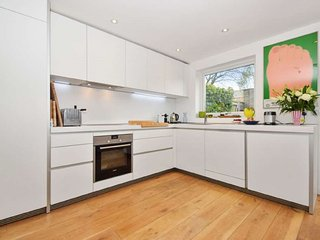Modern Open Plan Family Living in the Heart Of Central Oxford Jericho 4 Bed - Oxford vacation rentals