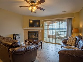 Lavish Lake Escape - 3 Bedroom Condo at Emerald Pointe with amazing Lake View - Hollister vacation rentals