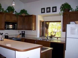 Cozy Mammoth Lakes townhome offering shared hot tub and sauna! - Mammoth Lakes vacation rentals