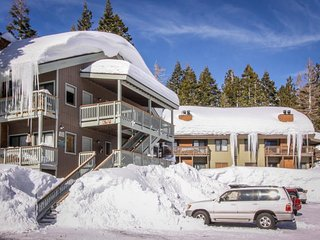 Studio loft with shared pool, hot tub, and sauna near Canyon Lodge Gondola! - Mammoth Lakes vacation rentals