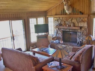 Large condo with shared hot tub/sauna/pool and spectacular views! - Mammoth Lakes vacation rentals
