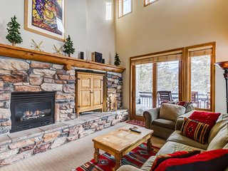 Charming vacation condo with shared hot tub/pool & views of the mountains. - Mammoth Lakes vacation rentals