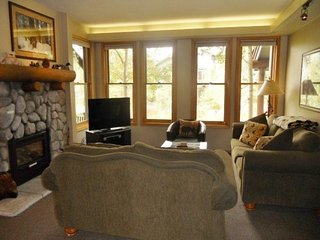 Townhome with shared hot tub and sauna, near ski slope and golf course - Mammoth Lakes vacation rentals