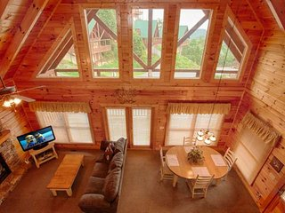 Cozy Couples Retreat - Hot Tub - FIreplace & Amazing Views! - Pigeon Forge vacation rentals