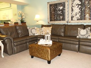 17th floor 1.5 bedroom 2 bath, Sleeps 6!  Reclining leather sectional! Beautiful - Panama City Beach vacation rentals