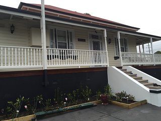 Hillside, Waratah, Newcastle - Just 5 minutes from the University of Newcastle - Newcastle vacation rentals