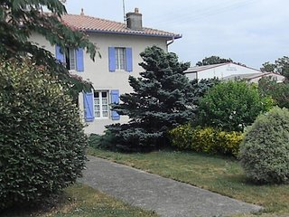 Nice Gite with Television and DVD Player - Mugron vacation rentals