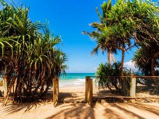 Olu Beach Villa, enchanting ocean front villa - Hikkaduwa vacation rentals