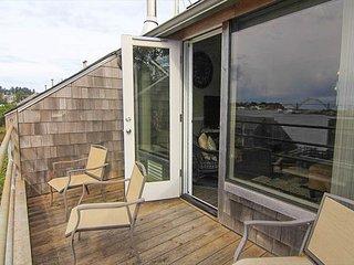 Pool, Spa, Sauna, & Bayfront Views at Embarcadero in Newport! - Newport vacation rentals