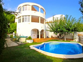B23 POMA villa adosada, piscina privada y jardín - Miami Platja vacation rentals