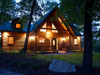 Romantic Get Away - Branson Bear Log Cabin - Pet Friendly - Ridgedale vacation rentals