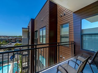Amazing 22nd Avenue Apartment by Stay Alfred - Nashville vacation rentals