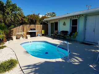 3 BDRM - POOL - 1 MIN WALK TO BEACH - DOCK -DAILY SUNSETS - 4/22-5/27 $1,695 WK - Key Colony Beach vacation rentals