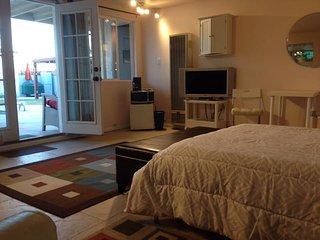 Convenient 1 bedroom Gardena House with Internet Access - Gardena vacation rentals