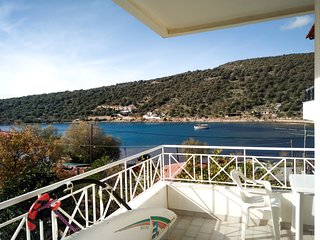 Steps from Sea with great view cozy apt. - World vacation rentals