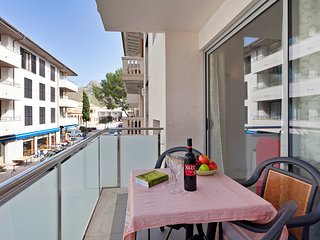 Plaza Central Fantastic location, central to restaurants, shops and the beach - Port de Pollenca vacation rentals