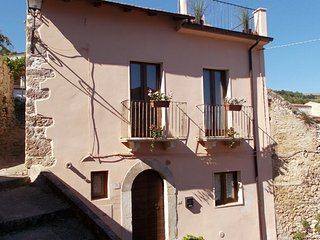 Casa Rosa Detached Cottage in Village with Roof Terrace, Garden, BBQ & WiFi - Sulmona vacation rentals
