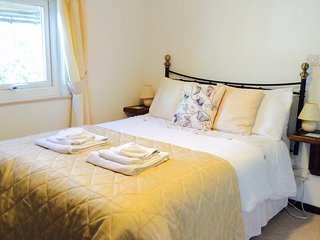 THE LOFT, cosy apartment, first floor, parking - Playden vacation rentals