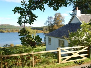 Brachkashie is a beautiful cottage which sits on the shore of Loch Knockie. - Whitebridge vacation rentals