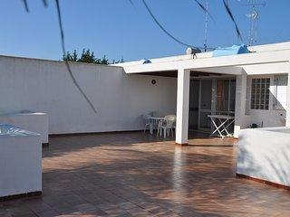 SALENTO ATTICO CON TERRAZZONE DI 70 MQ A 350 MT DAL MARE - San Foca vacation rentals