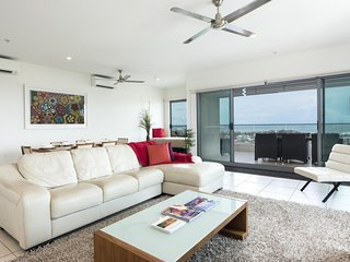 Darwin Executive Suites & FREE CAR - 3 Bedroom Sleeps 7 - Darwin vacation rentals