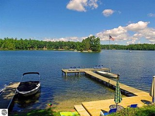 Cabin #4 - Oaks Resort on Spider Lake, Traverse City - Traverse City vacation rentals
