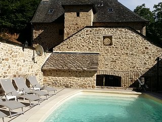 Superbe gîte CHARLU 5* avec piscine privée et chauffée - Saint-Martial de Gimel vacation rentals